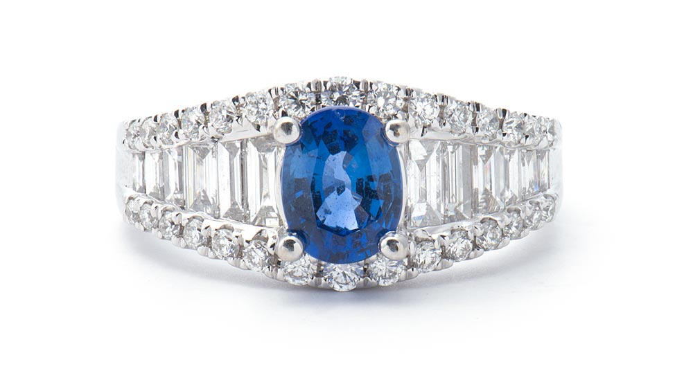18kt White Gold Fashion Ring with Oval Blue Sapphire