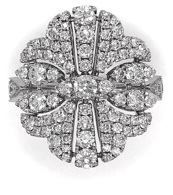 DIAMOND CLUSTER RING IN 18K WHITE GOLD