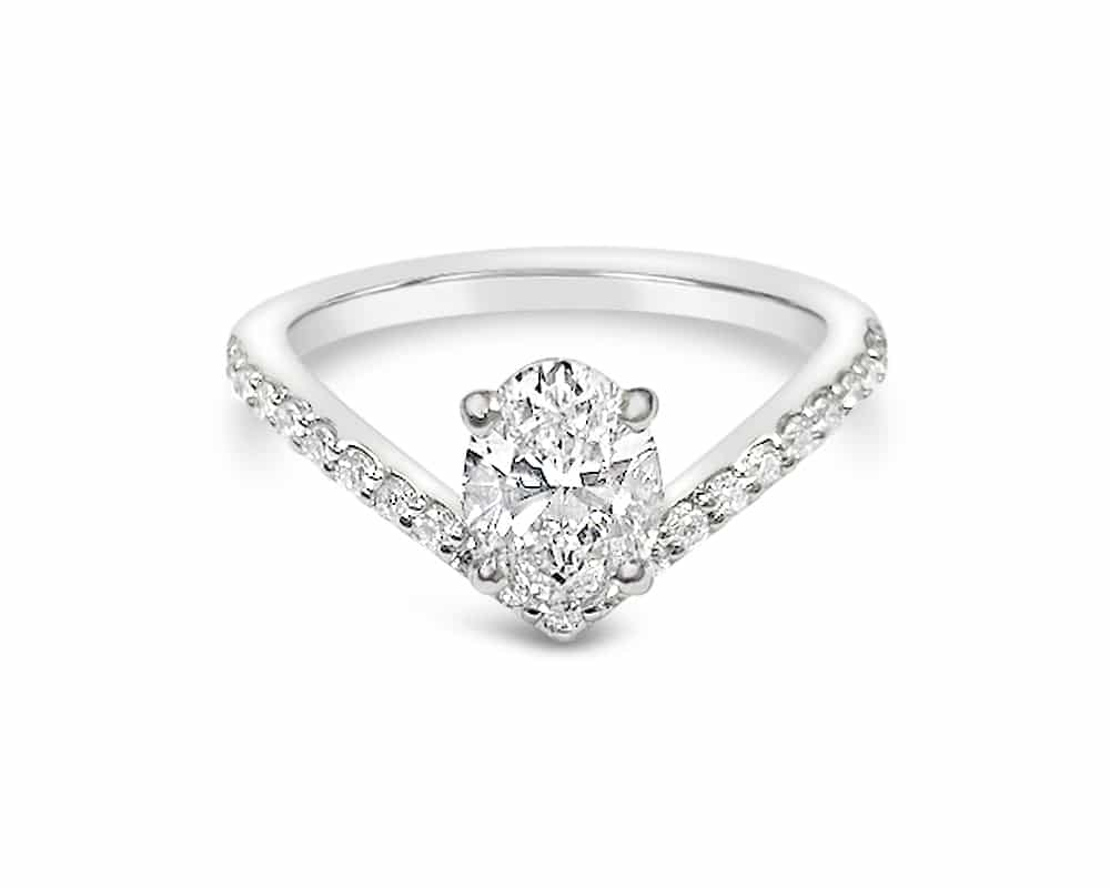 OVAL DIAMOND FASHION RING IN 14K WHITE GOLD